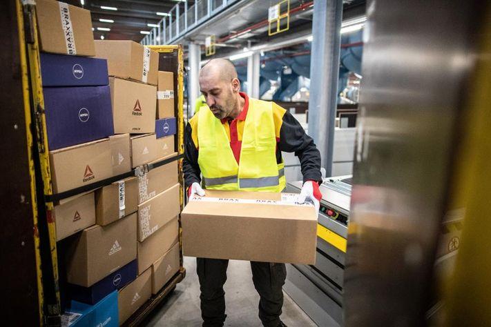 DHL mở trung tâm bưu kiện mới