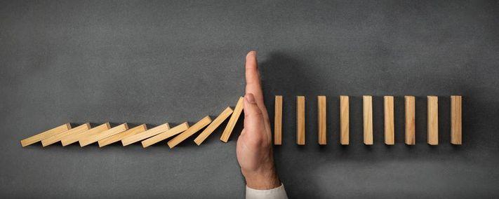 Phản ứng dây chuyền trong khái niệm kinh doanh, doanh nhân can thiệp lật đổ
