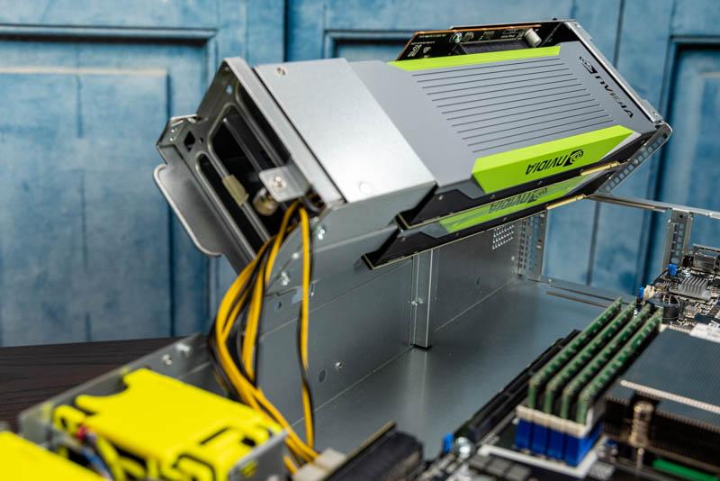 ASUS ESC4000A E10 còn lại hai GPU