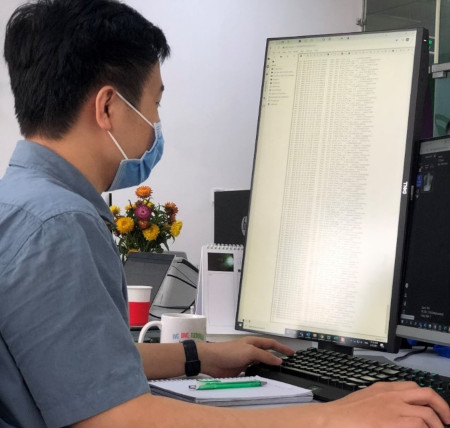 Vũ Hoàng, Trưởng nhóm AS của VinBrain đang đào tạo mô hình AI cho Nhận dạng giọng nói bằng DGX A100