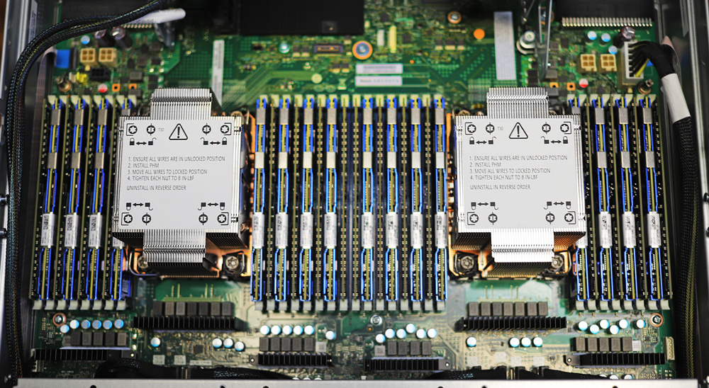 Ngân hàng bộ nhớ liên tục Intel Optane 200 Series